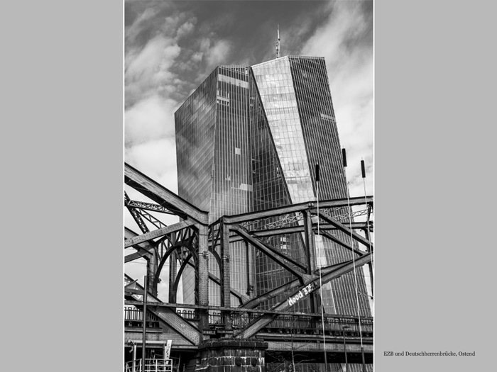 EZB und Deutschherrenbrücke in Frankfurt