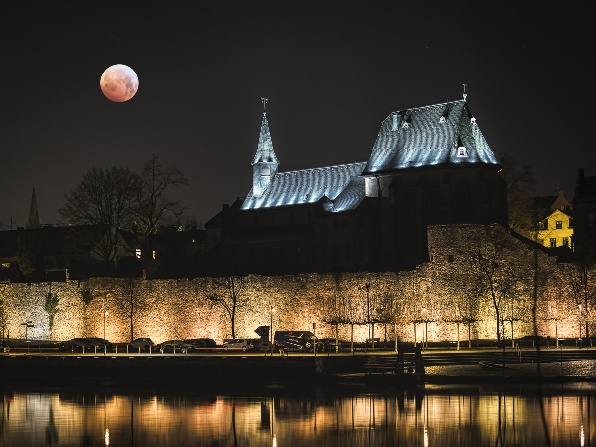 Dunkel wars, der Mond schien auch nicht helle ...